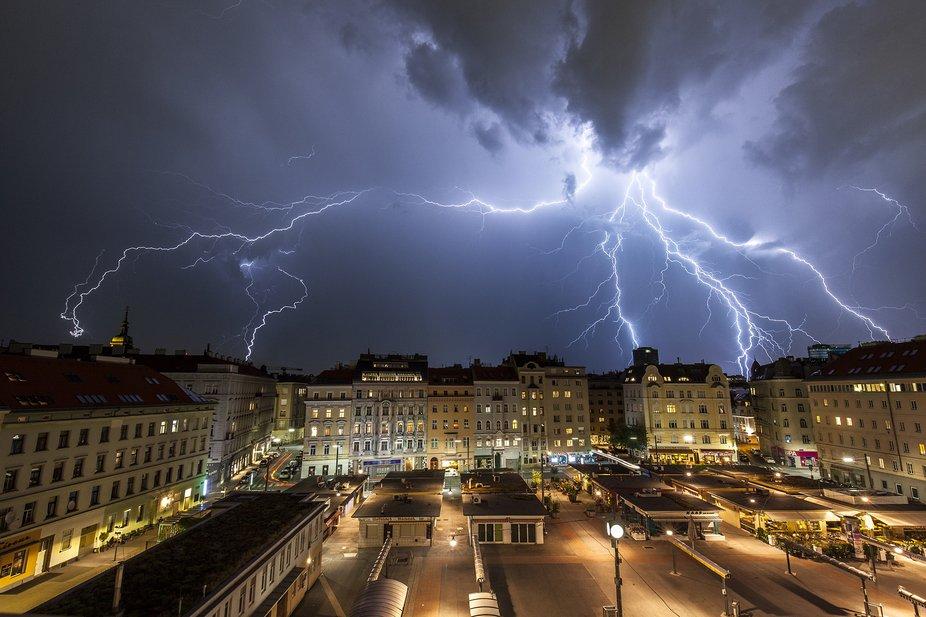 Lightning over Vienna, Karmelitermarkt