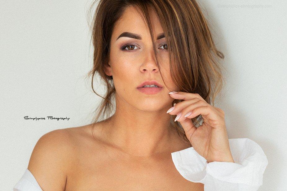 Sensual Portrait by simplypics-photography.com