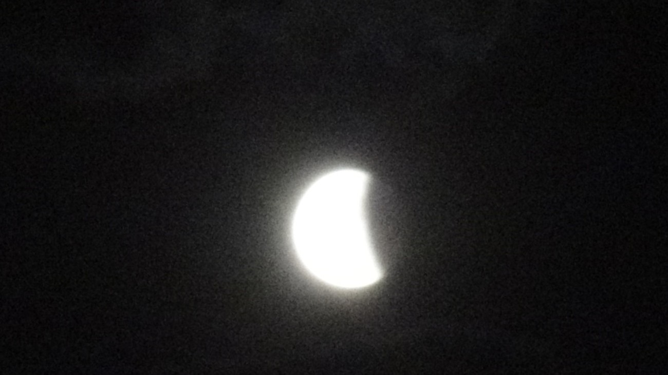 For weeks no cloud in the air and everything started well with a lunar eclipse that occurs only once every hundred years