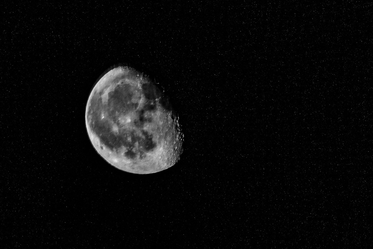 yet another photo of the moon