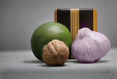 Nuez ajo lima salero. Walnut, Garlic and Lime