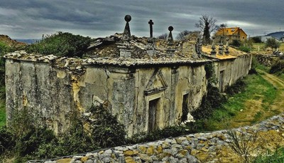 Bornes - palacete em ruínas