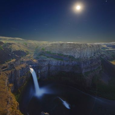 Palouse Falls is a spectacular 200 foot waterfall in a huge natural amphitheater. Photographers have captured beautiful images of sunsets and sunrises from this viewpoint. I tried to capture the falls in a different light as the moon rose over the falls and amphitheater.