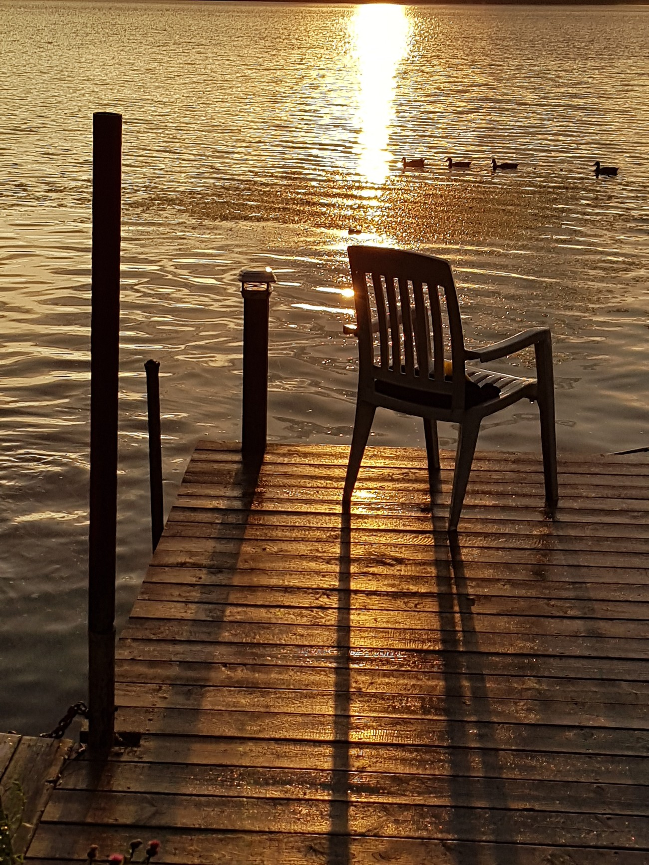 Chaise et coucher de soleil, Lac-St-Charles, Québec, Canada