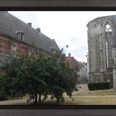 Beguinage church (Paterskerk) BegijnhofPaterskerkDe first Beguinage Church in Belgium was built in Liege in 1240. As the second oldest beguinage, Tienen is often mentioned, where in 1245 the construction of the Early Gothic Beguinage Church was started. The flat facade did not contain a clock tower. The plan consisted of three naves and a non-protruding pseudo-transept from the 13th century. The choir and side chapels date from the 14th century. Only the pointed arch vaults of the nave have been preserved against the façade. They clearly show that all arches rested on simple square columns. The church had a paneled wooden barrel vault.  In 1843, the Commission of Civil Godhouses (a forerunner of the current OCMW) sold the Beguinage Church and the adjoining buildings to the Dominican Fathers, who turned the whole into a monastery. That the friars were very popular, we notice that the Beguinage Church at the Tienenaars is still known as the 'Paters Church'.  On 22 September 1976 the church was largely destroyed by a violent fire. After restoration, the ruin was set up in 1997 as a walking park with a historical and touristic character.