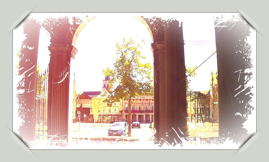 Because I not only love photography, but also art, I have updated this part of De Grote Markt in #Tienen a bit abstract. Sincerely Theo Herbots