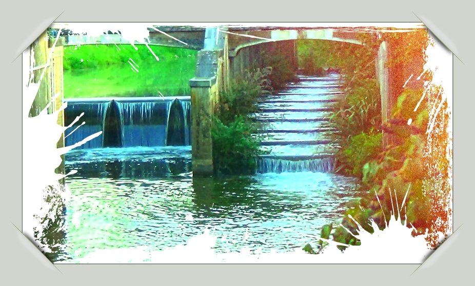 These artificial waterfalls on De Grote Gete in #Tienen are intended as water purification, bring more oxygen into the water to stimulate the natural Fauna and Flora and also to keep the water flow under control in both drought and abundant rainfall. Sincerely Theo Herbots