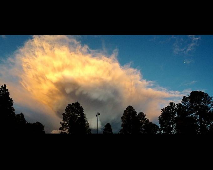This amazing cloud right down the street.