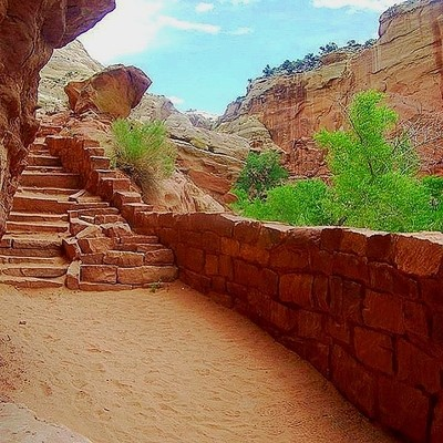 Stonework is one of my favorite things to photograph. Capital Reef National Park offers up a lot of opportunities.  #hiking #RoamThePlanet #adventure  #discoverylandscape #global_hotshotz #getoutside  #inspiredtravels #instagood #leifmagne #lifepoints #lo