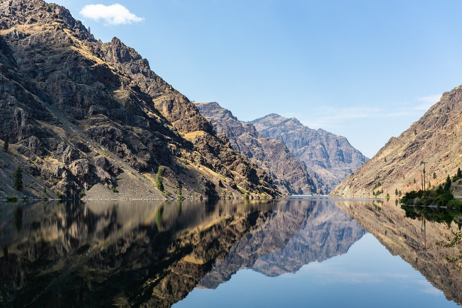 Hells Canyon Reservoir above the dam.