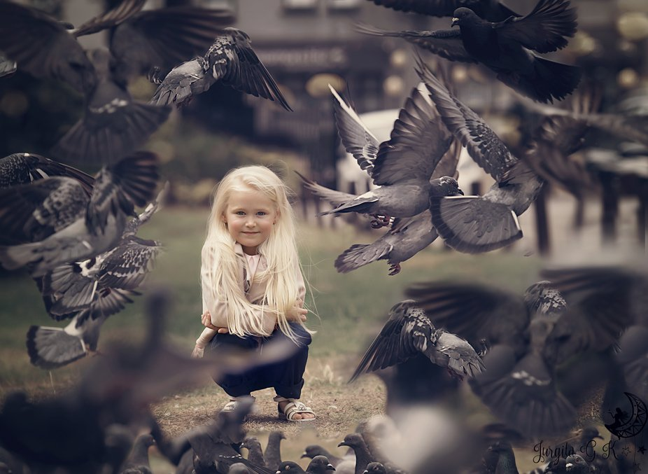 Girl with pigeons <3