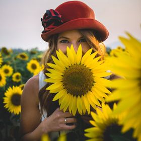Summer portraits in a sunflower field.