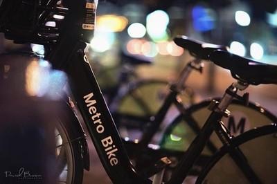 A way to crush around DTLA #metrobike #dtla #losangeles #photography #photooftheday #discoverla #canon #canonusa #bokeh #canon5dmarkiii #nightlifephotography #LA
