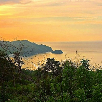 Just can't get enough. Looking back over our pictures it's hard to believe this was our view for 7 days. Missing #costarica right about now. Especially when its so cold outside. @withonlyacompass #travel #lovemylife #sunset #costarica #catalystc