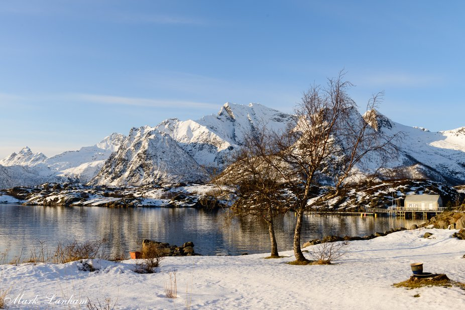 This is the stunning view that the owner of this garden on a little peninsula behind Kabelvåg in the Norwegian Lofoten islands has