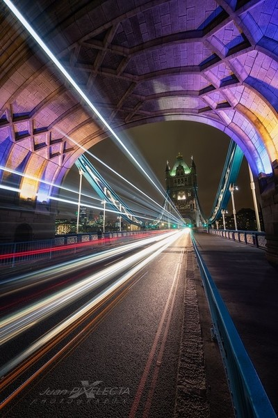 TOWER BRIDGE DIAGONAL LIGHT
