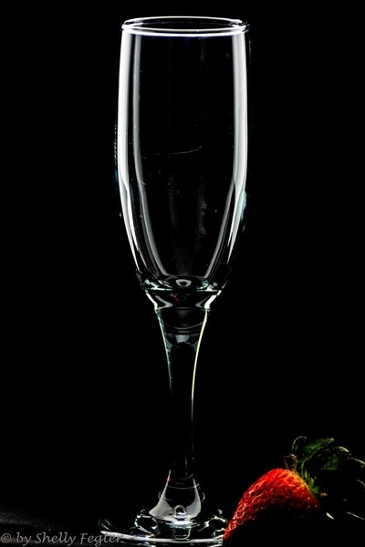 White Line Champagne Glass with a Touch of Strawberry