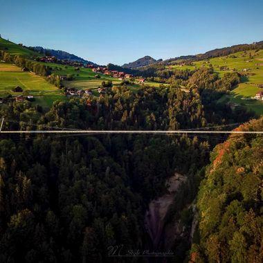 UK: The panorama bridge spans a 182 meter deep Canyon with a length of over 340 meters, it shortens the distance between Aeschlen and Sigriswil for children and residents.  GER: Die Panoramabrücke überspannt einen 182 Meter tiefe Schlucht mit einer Länge von über 340 Metern, sie verkürzt den Kindern und Anwohner den weg zwischen Aeschlen und Sigriswil.