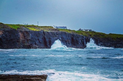 I decided to do a bit of exploring along the county Clare coast and despite the fact that it was raining most of the time I was blown away by the natural beauty of this coastline. #bandoffun #abmlifeiscolorful #livethelittlethings #thatsdarling #wildatlan
