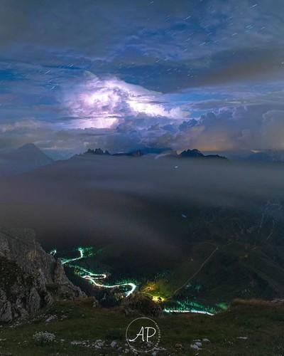 In montagna durante un temporale penso che sia la terra a chiedere la scaric