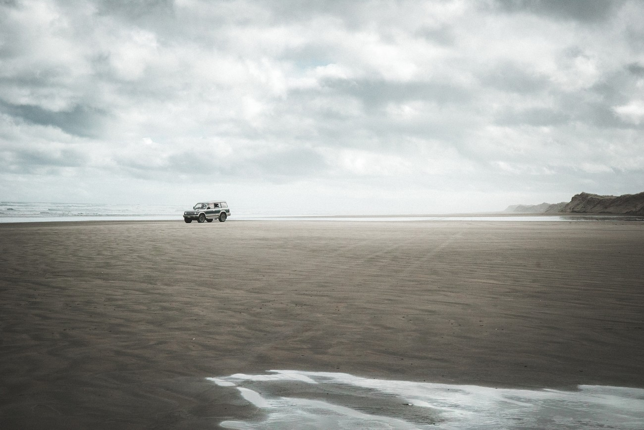 Driving 90 miles on the beach, it's possible in northland New Zealand !
