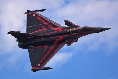 Rafale in action with sonic wave