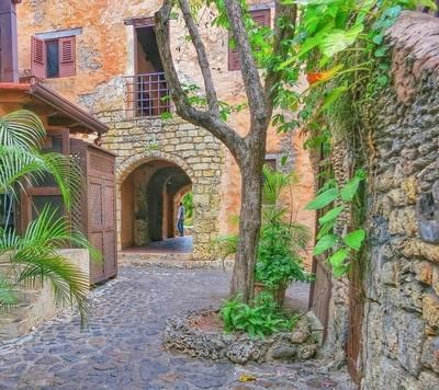 Back alley Altos de Chavon
