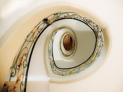 SPIRAL STAIR CATCHER