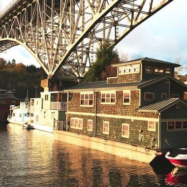 houseboats under the bridge