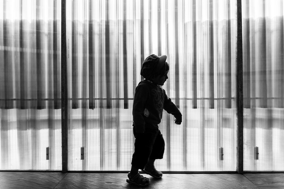 Child running, stunning light, perfect lines... this is all about having fun !