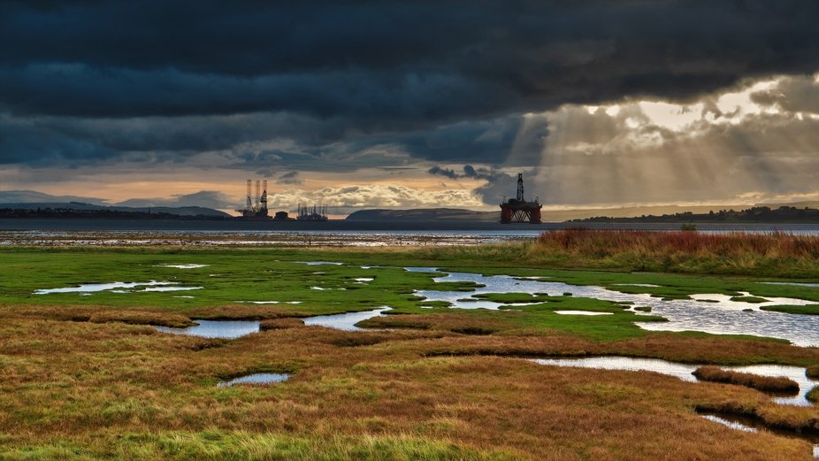 Oil rigs of Cromarty Firth