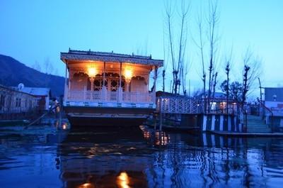 DSC_1224 Houseboat