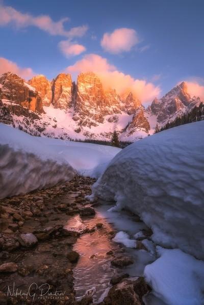 Dolomites glow