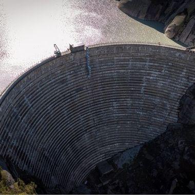 UK: The Grimsel Dam. Since the founding of KWO (Kraftwerke Oberhasli AG) in 1925, a complex power plant system with 11 power plants and 8 storage lakes has been created. KWO produces around 7% of the electricity of all Swiss  hydropower plants every year. This energy covers the annual consumption of around 1 million people.  GER: Die Grimsel Staumauer.  Seit der Gründung der KWO (Kraftwerke Oberhasli AG) im Jahr 1925 ist ein komplexes Kraftwerkssystem mit 11 Kraftwerken und 8 Speicherseen entstanden. KWO produziert jährlich rund 7% des Stroms aller Schweizer Wasserkraftwerke. Diese Energie deckt den jährlichen Verbrauch von rund 1 Million Menschen.