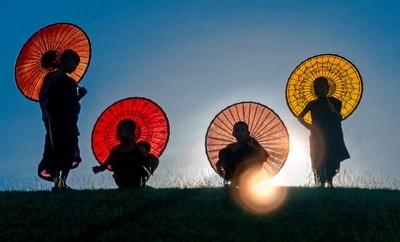 Enlightened_Buddhists_Monks