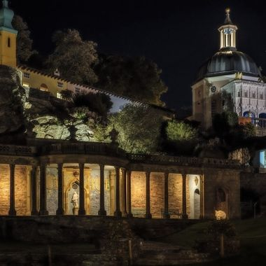 Portmeirion at night is enhanced by cleverly placed lighting which brilliantly shows the different levels and collonade
