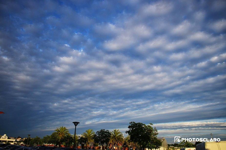 The sky flows over Agitágueda.