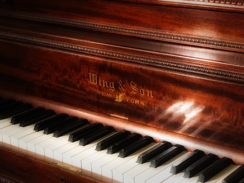 Who\'s Gonna Play That Old Piano?