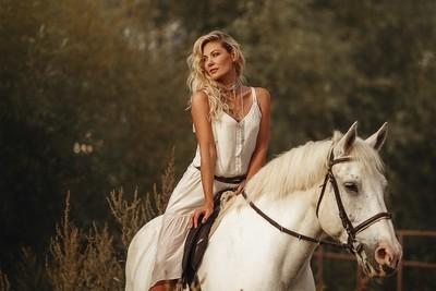 Arina & White