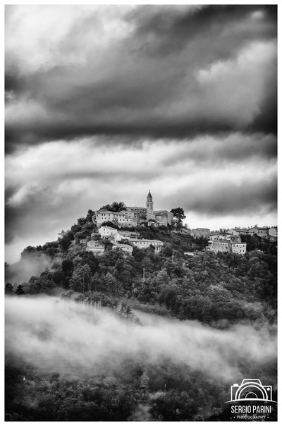 Tra le nuvole (in the clouds)
