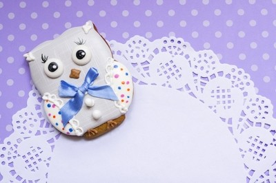 Polka-dot background with a honey-cake owl and napkin