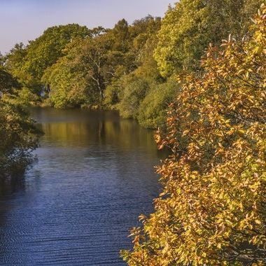 Afon Rhythallt flowing through Llyn Peris and Llyn Padarn at Llanberis at the start of Autumn.