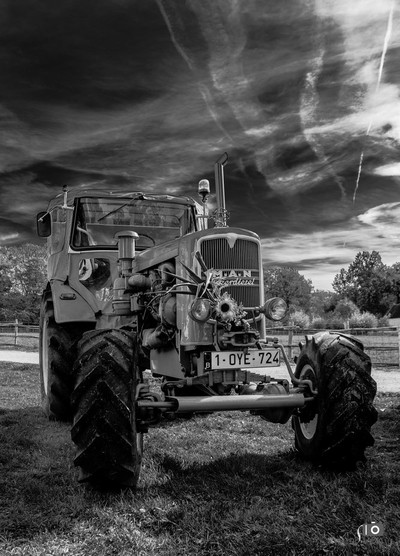 Tractor Oldtimer - Black and White