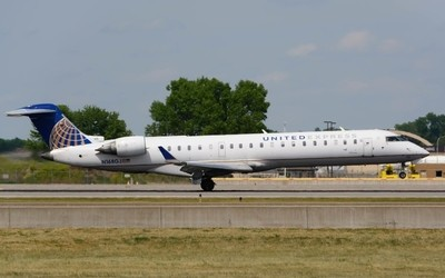 United Express Bombardier CRJ-702(N168GJ)(UA4570)