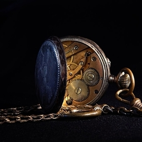 This old pocket watch is a favorite of mine. It is the perfect model: it sits still for hours, does not complain and does not accept payment. ;-)...