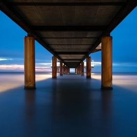 it was a wonderful evening when I discovered this beautiful perspective under the pier. I used a ND filter to get an exposure duration of 125 seconds.