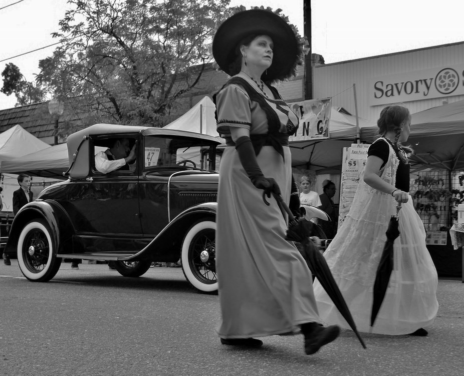 Phantom lady in Black hat & 1800's dress, along with a ghostly young girl stroll...