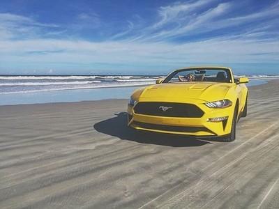 Mustang + beach = ☀