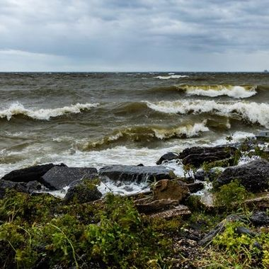 The day that hurricane Florence came a shore in North Carolina the winds on Lake Moultrie were crazy. In the 20 years I have lived in SC I have never seen the lake have these kinds of waves. It was scary and amazing at the same time.