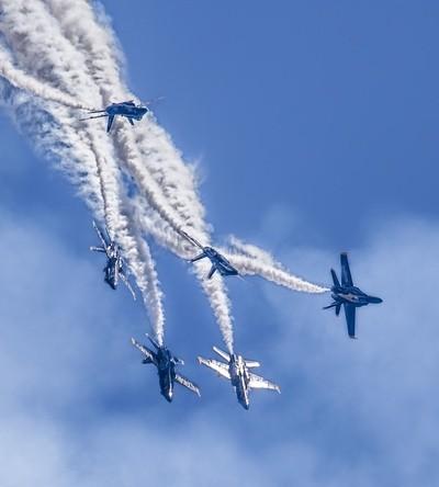 Blue Angels Dive